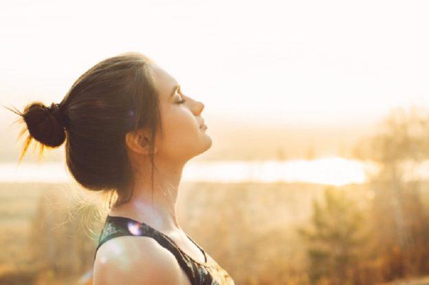 Menaikkan Imun Tubuh, Ini 3 Manfaat Kesehatan Berjemur di Pagi Hari